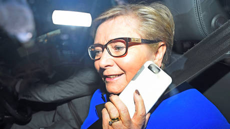 Παραιτείται η αντιπρόεδρος Φιτζέραλντ για την αποφυγή πρόωρων εκλογών στην Ιρλανδία