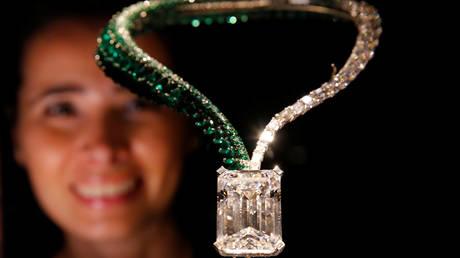 Πωλήθηκε το μεγαλύτερο διαμάντι που έχει βγει στο σφυρί