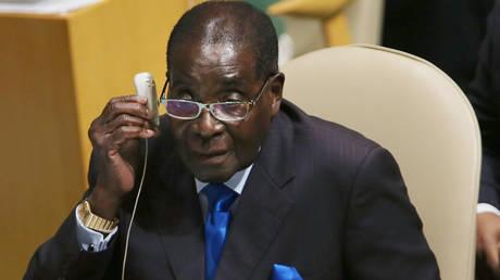 Ρόμπερτ Μουγκάμπε: Αποφασίστηκε η απομάκρυνσή του από την ηγεσία του κόμματος