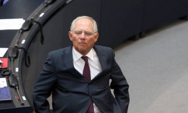 Σάλος με την απόφαση Σόιμπλε να απαγορεύσει το «τιτίβισμα» από το Κοινοβούλιο