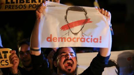 Στα δικαστήρια μεταφέρεται ο «εμφύλιος» Καταλονίας – Μαδρίτης (pics&vids)