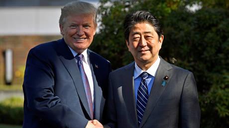 Στην Ιαπωνία ο Τραμπ – Στην ατζέντα του η Βόρεια Κορέα και τα εξοπλιστικά προγράμματα
