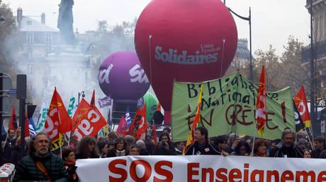 Στους δρόμους για άλλη μια μέρα οι Γάλλοι κατά των μεταρρυθμίσεων του Μακρόν (pics)