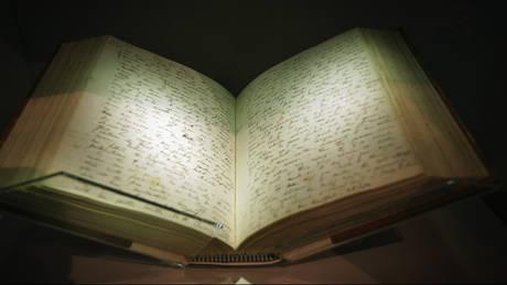 Στο «σφυρί» σπάνιο αντίγραφο της «Καταγωγής των Ειδών» με χειρόγραφες σημειώσεις του Δαρβίνου
