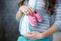 Συστάσεις στις εγκύους να κοιμούνται με το πλευρό