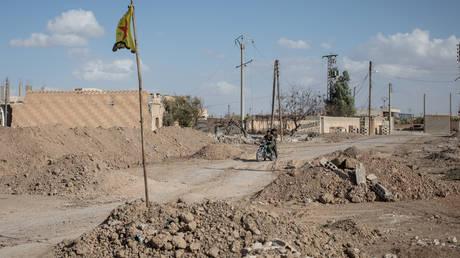 Σύμβουλος Άσαντ: Ως «εισβολείς» θα αντιμετωπίσει ΗΠΑ και Τουρκία η Δαμασκός