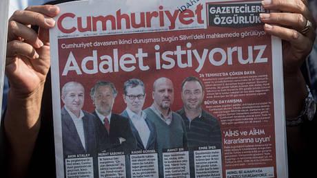 Τουρκία: Φυλάκιση τριών ετών σε δημοσιγράφο της Cumhuriyet για ένα tweet