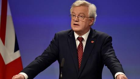 Το Λονδίνο αποκλείει το ενδεχόμενο να υπάρξει «νέο σύνορο στο εσωτερικό του Ηνωμένου Βασιλείου»
