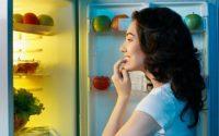 Το μεγάλο λάθος που μας οδηγεί στο βραδινό τσιμπολόγημα