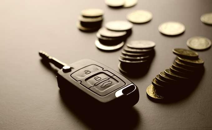 Κωδικό- κωδικό ψάχνουν τον προϋπολογισμό για να μειώσουν τα τέλη