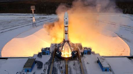 Ένα ζευγάρι Ρώσων στα… διαστημικά χνάρια του Έλον Μασκ