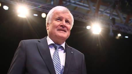Γερμανία: «Πανηγυρική» επανεκλογή του Ζεεχόφερ στην προεδρία του CSU