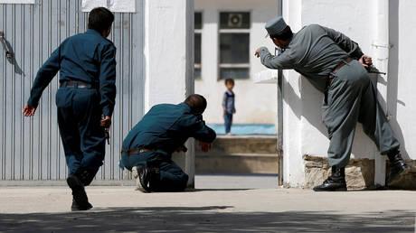 Διάσωση 4χρονου Αφγανού από το σημείο βομβιστικής επίθεσης
