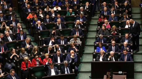 Εγκρίθηκε κατά πλειοψηφία, αλλά με καταγγελίες, το πόρισμα Ευρωβουλής για τα Panama Papars