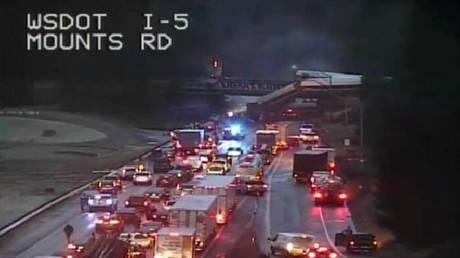 Εκτροχιάστηκε τρένο στην Ουάσινγκτον – Αναφορές για τραυματίες (pics&vids)