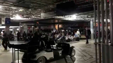 ΗΠΑ: Χάος στο αεροδρόμιο της Ατλάντα λόγω πολύωρου μπλακ άουτ (pics)