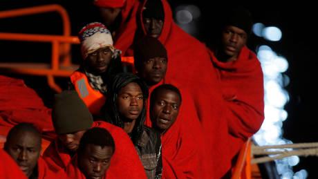Ιταλία: Διάσωση 250 μεταναστών ανοικτά της Λιβύης (pics)