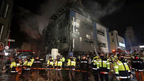 Νότια Κορέα: Στο σημείο της φονικής πυρκαγιάς ο πρόεδρος Μουν Τζε-ιν (pics)
