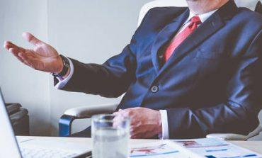 Οι Αμερικανοί διευθυντές βγάζουν 265 φορές περισσότερα από τον μέσο εργαζόμενο