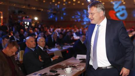 Ο ευρωβουλευτής Γιεργκ Μόιτεν επανεξελέγη αρχηγός της AfD
