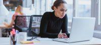 Πώς η καθιστική εργασία καταστρέφει την υγεία μας -Από τα μάτια έως τα οπίσθια
