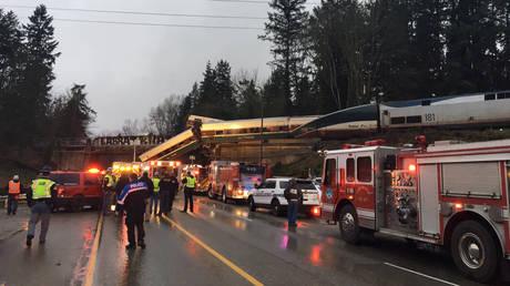 Σιδηροδρομικό δυστύχημα στην Ουάσινγκτον με νεκρούς και τραυματίες (pics&vids)