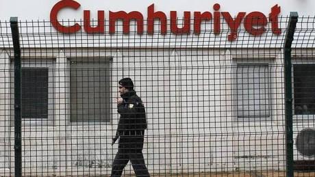 Τουρκία: Ένταση στη δίκη των στελεχών της εφημερίδας Cumhuriyet