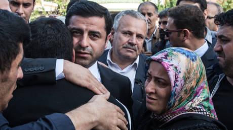 Τουρκία: Παραμένει στη φυλακή ο Ντεμιρτάς – Δεν παρέστη στη δίκη του