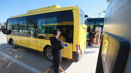 Το πρώτο κινεζικό ηλεκτρικό λεωφορείο στην Αβάνα (vid)
