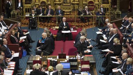 Το χειρότερο σενάριο είναι το Brexit χωρίς συμφωνία με την ΕΕ, προειδοποιεί η Βουλή των Λόρδων
