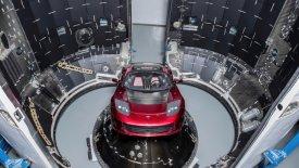 Το Tesla Roadster είναι στο διάστημα (vids & pics)