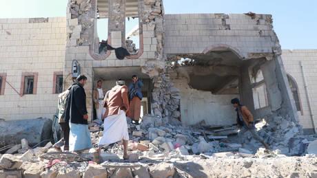 Υεμένη: Συνεχίζονται οι πολύνεκρες αεροπορικές επιδρομές