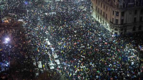 «Όχι» στη διαφθορά είπαν 30.000 Ρουμάνοι (pics)
