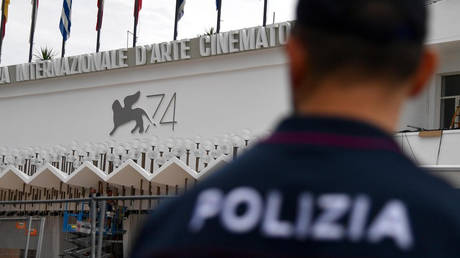 Άγνωστοι έκλεψαν πολύτιμους λίθους από έκθεση στη Βενετία