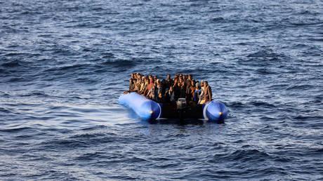 Έως και 100 μετανάστες αγνοούνται στη Μεσόγειο μετά το ναυάγιο ενός φουσκωτού