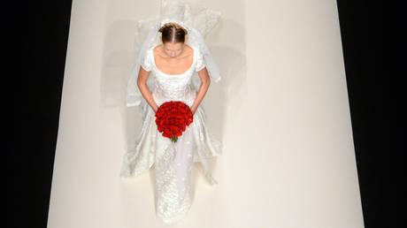 Αγγλία: «Τσουχτερό» πρόστιμο στις νύφες που… στήνουν τον γαμπρό στην εκκλησία