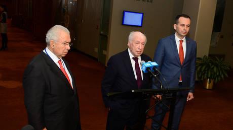 Αποστάσεις από τον πρέσβη Ναουμόφσκι παίρνει και το υπουργείο Εξωτερικών της πΓΔΜ