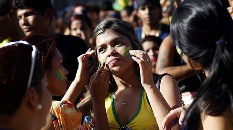 Βραζιλιάνα φοιτήτρια θέλει να κερδίσει 850.000 ευρώ δημοπρατώντας την παρθενιά της