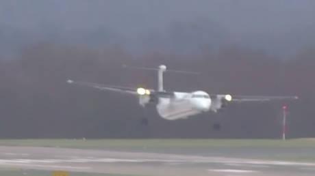 Γερμανία: Η επεισοδιακή προσγείωση αεροσκάφους κόντρα στη μανία της «Φρειδερίκης» (vid)