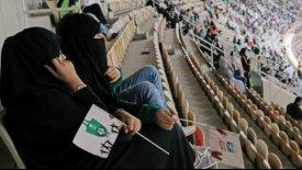 Για πρώτη φορά γυναίκες σε ποδοσφαιρικό αγώνα στη Σαουδική Αραβία! (pics)