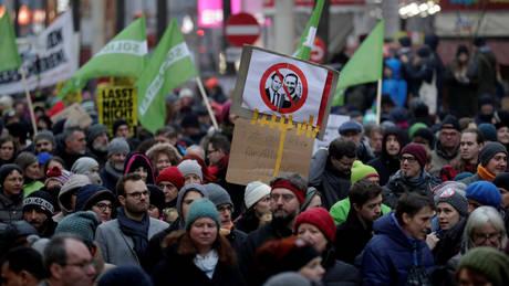 Δεκάδες χιλιάδες διαδηλωτές στη Βιέννη κατά της κυβέρνησης δεξιάς-ακροδεξιάς