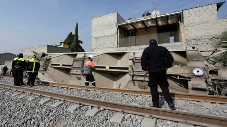 Εκτροχιασμός αμαξοστοιχίας στο Μεξικό – Τουλάχιστον πέντε νεκροί (pics)