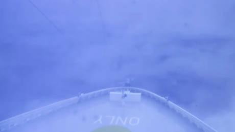 Εφιαλτικές στιγμές για τους επιβάτες κρουαζιερόπλοιου που βρέθηκε στο «μάτι» του κυκλώνα-βόμβα (vid)