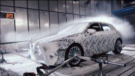 Η νέα Mercedes A-Class μπήκε στην κατάψυξη (vid)
