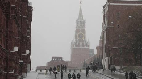 Η πλειοψηφία των Ρώσων βλέπουν τη χώρα τους ως προηγμένη και ελεύθερη