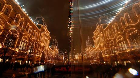 Η τροχαία της Μόσχας ζητεί από τους πολίτες να χρησιμοποιούν τα ΜΜΜ τις ημέρες των εορτών