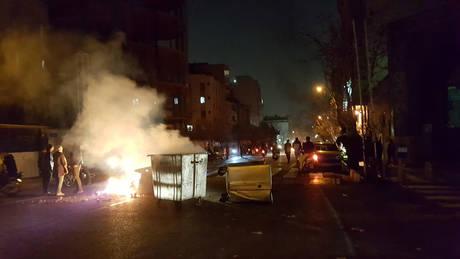 Ιράν: Ένας αστυνομικός νεκρός και 3 τρεις τραυματίες από πυρά διαδηλωτή