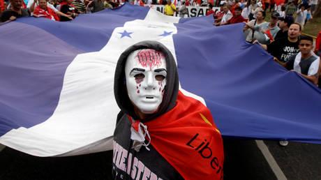 Μεγάλη διαδήλωση από την αντιπολίτευση κατά της επανεκλογής του Ερνάντες στην Ονδούρα (pics)