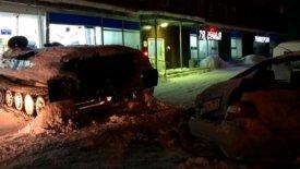Μεθυσμένος Ρώσος κλέβει τανκ και πατάει αυτοκίνητο! (vid)