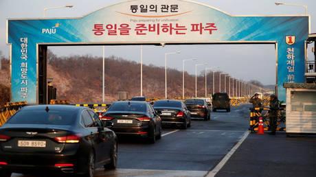 Ξεκίνησαν μετά από δύο χρόνια οι συνομιλίες ανάμεσα σε Βόρεια και Νότια Κορέα